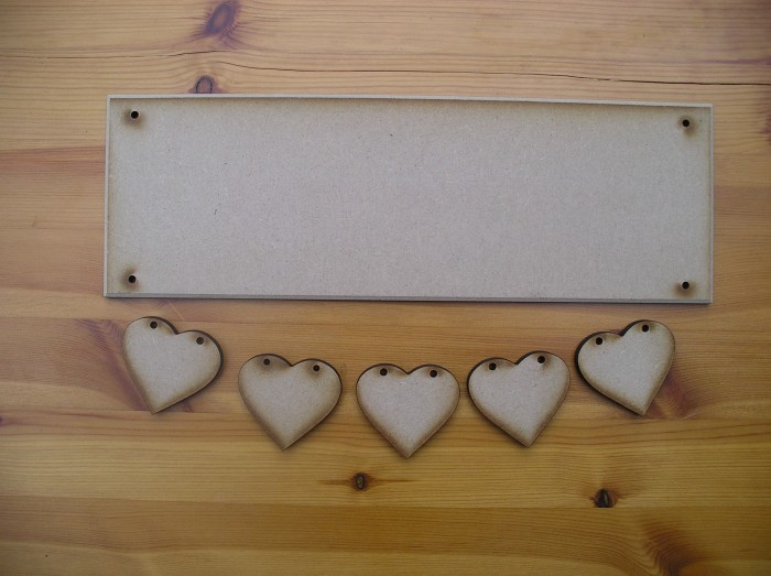 (HP13) Suspended 5 Heart Plaque
