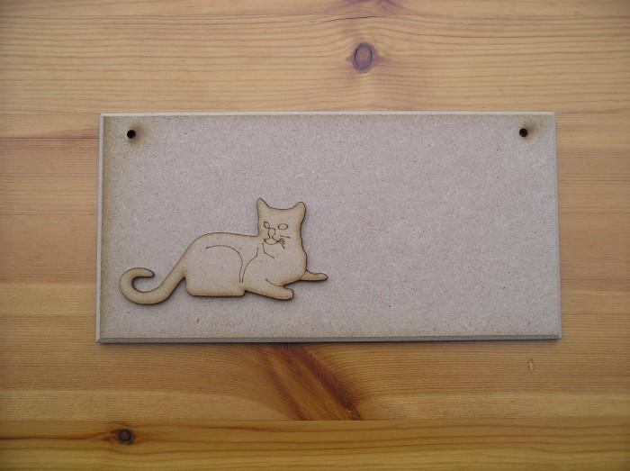 (P29) Cat Laying Plaque