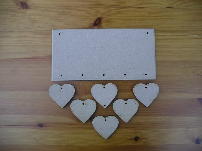 Hanging 6 Staggered Hearts Plaque